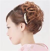 簡単にまとめる一工夫ありの髪型で可愛く着物を着こなしちゃおう!のサムネイル画像