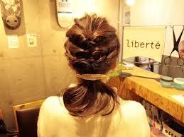 結婚式にお呼ばれした時の髪型も簡単セルフアレンジしてみましょう!のサムネイル画像