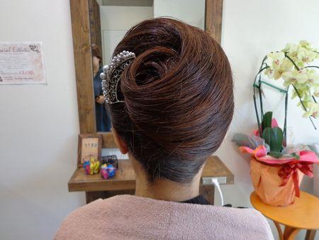 前髪でニュアンスが変わる夜会巻きのやり方とお洒落に見えるコツ公開のサムネイル画像