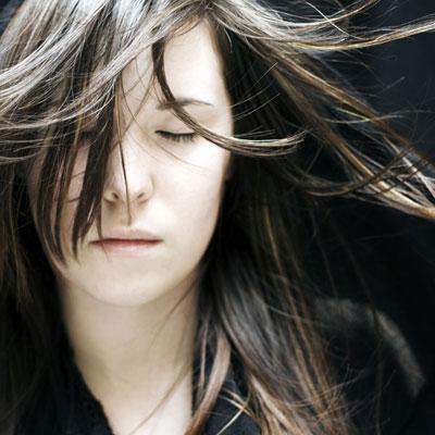 なかなか伸びない髪の毛。早く伸ばすためにはどうすればいいの?のサムネイル画像