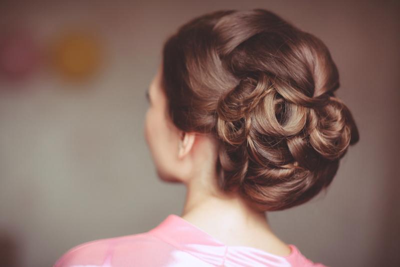 結婚式のお呼ばれにピッタリのヘアースタイルをご紹介します!のサムネイル画像