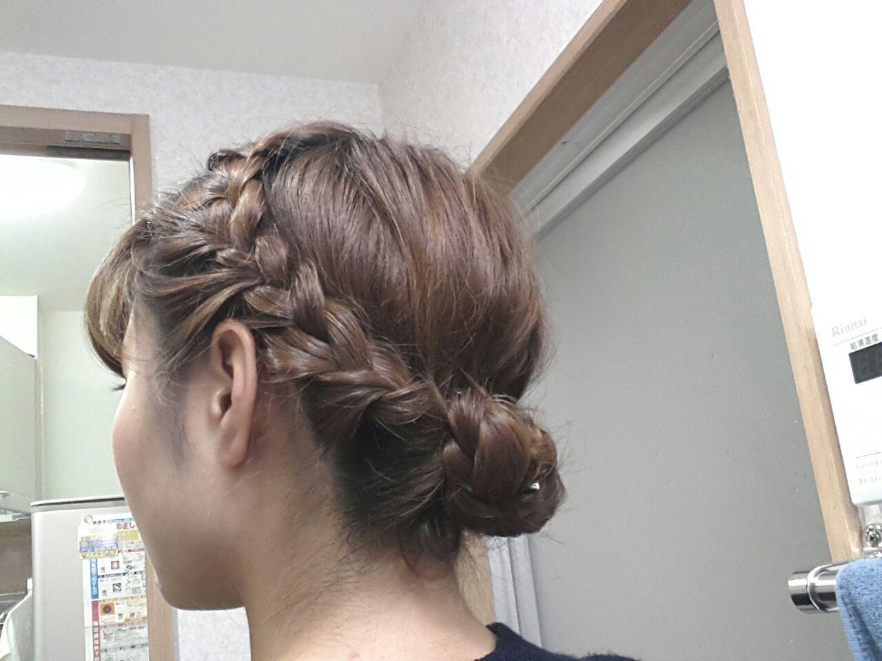 自分で作れる編み込みアップスタイル!ワンランク上の髪型を作る方法のサムネイル画像