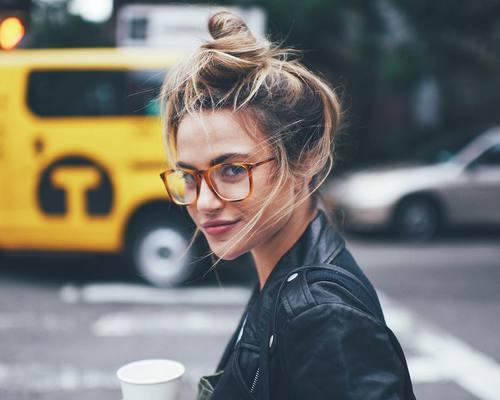 メガネ好きの女の子集まれ!メガネに似合うヘアスタイルまとめ♡のサムネイル画像