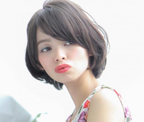 トレンドの黒髪はショートで魅せる♡ふわふわショートで愛されヘアにのサムネイル画像
