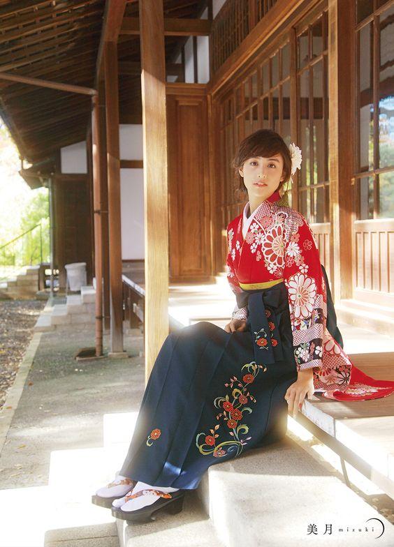 間も無く『卒業式』シーズン!袴トレンド&ロングヘア髪型カタログ♡のサムネイル画像