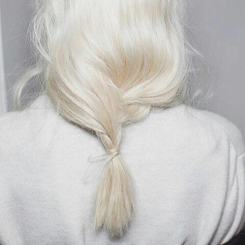 【要注意】若いから無関係と思ってない?白髪はどんどん増える!のサムネイル画像