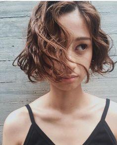 最新秋冬♡ボブの可愛いと褒められるゆるふわパーマ♡ヘアカタログのサムネイル画像