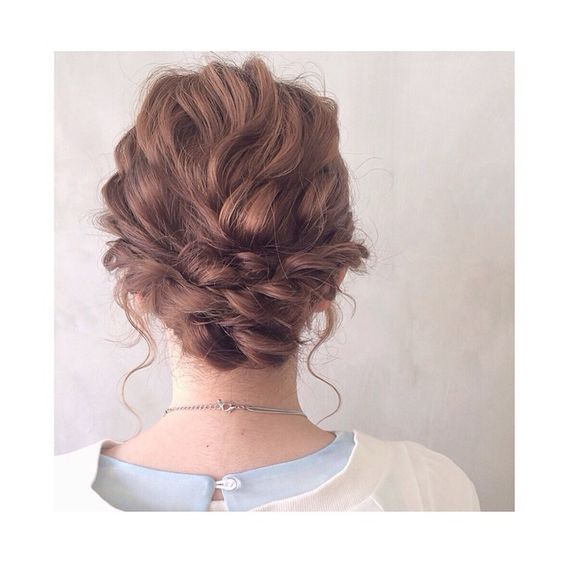 ボブでパッと目を引くお洒落なアレンジ♡パーティーで使える髪型集のサムネイル画像