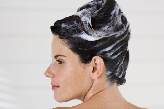 自分で染めやすいと話題の泡のヘアカラー!傷みや色持ちはどうなの?のサムネイル画像