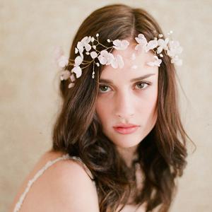 簡単キレイ!手作りできるお花のヘアアクセ☆のサムネイル画像