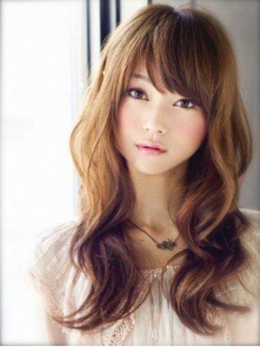 前髪次第で雰囲気も変わる!大人可愛くなら前髪斜めスタイル☆のサムネイル画像