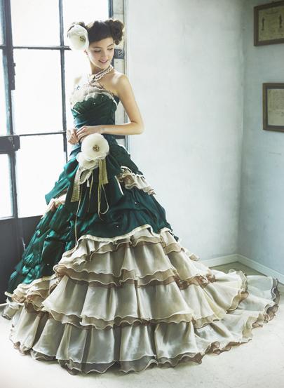 結婚式、前撮りに!カラードレスの色別カラードレスの髪型画像集!のサムネイル画像