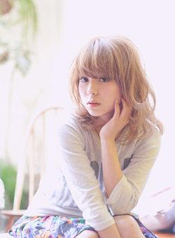 金髪って案外万能!どんな髪型でも似合わせる、金髪の髪型集!のサムネイル画像