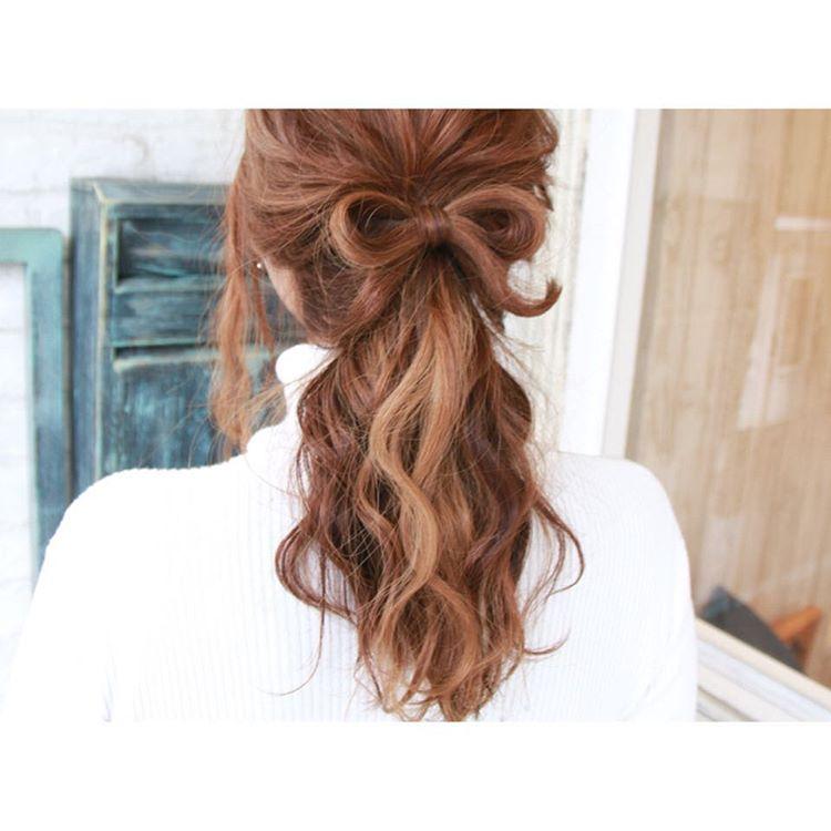 ミディアムヘアの方におすすめの大人可愛いハーフアップまとめのサムネイル画像