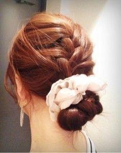 もう崩れない!おしゃれで簡単なまとめ髪の方法をご紹介します!のサムネイル画像