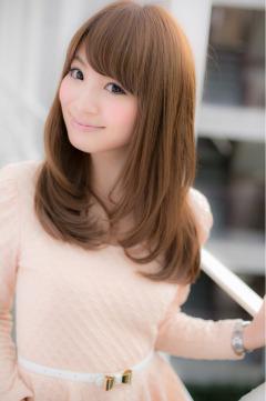 前髪を変えるだけで、ミディアムヘアを思い切りイメチェンするのサムネイル画像
