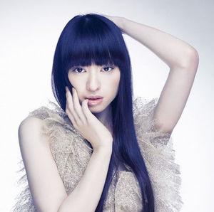 清楚なだけじゃない!黒髪ロングの簡単ヘアアレンジカタログ!のサムネイル画像