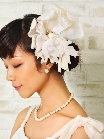 お花のヘッドドレスで華やかなウェディングをより一層華やかに!のサムネイル画像