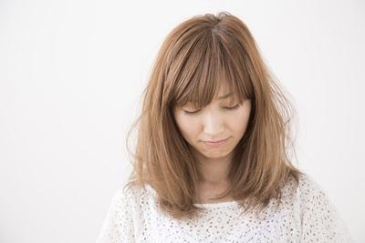 広がる髪の毛をしっとりさせたい!髪が広がる原因と抑える方法とは?のサムネイル画像