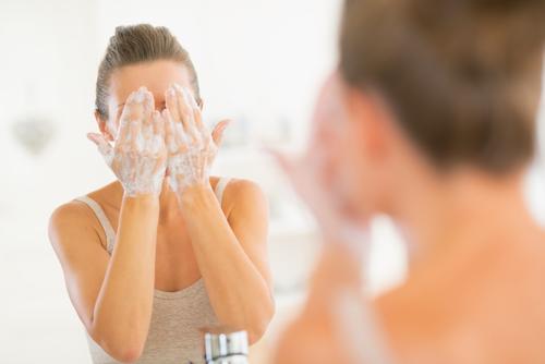 乾燥肌を洗顔を見直して改善!乾燥肌の洗顔方法と洗顔料の選び方のサムネイル画像