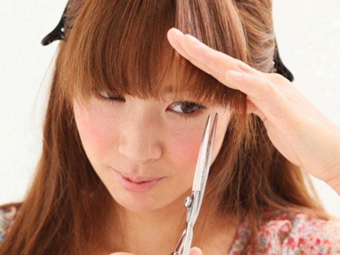前髪カットの頻度や価格、手軽なセルフカットのやり方もご紹介!のサムネイル画像