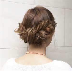 女性らしいロングヘア~アレンジで髪型をおしゃれにしませんか?のサムネイル画像