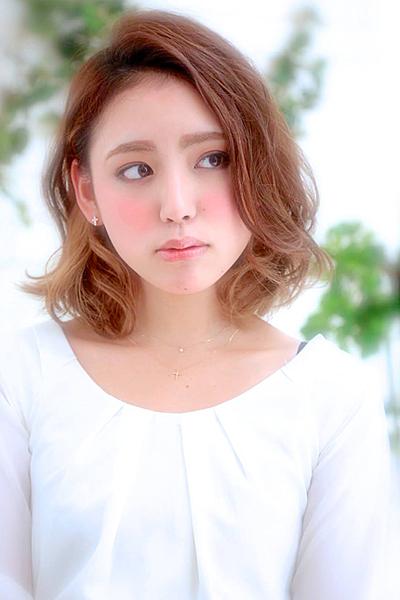 【必見です】前髪を横分けにしたヘアスタイルが大人可愛い♡のサムネイル画像