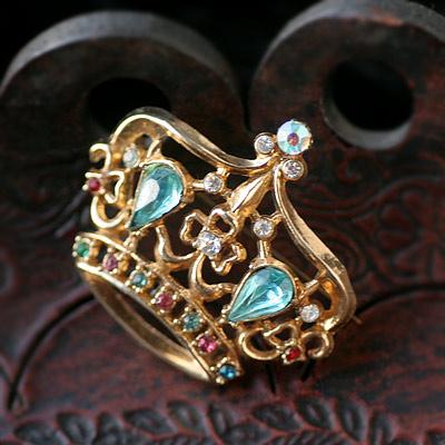 ティアラのアクセサリーを身につけてお姫様になっちゃおう♪のサムネイル画像