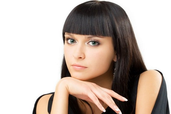 髪のボリュームが多く膨らんでしまう…ボリュームを抑える方法とは?のサムネイル画像