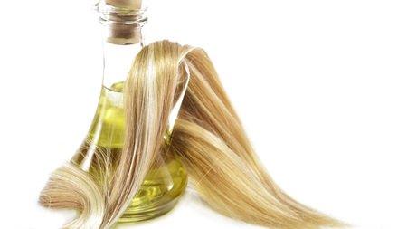 傷んだりまとまらない髪の毛に!ヘアオイルでしっとりまとまる髪へ♪のサムネイル画像