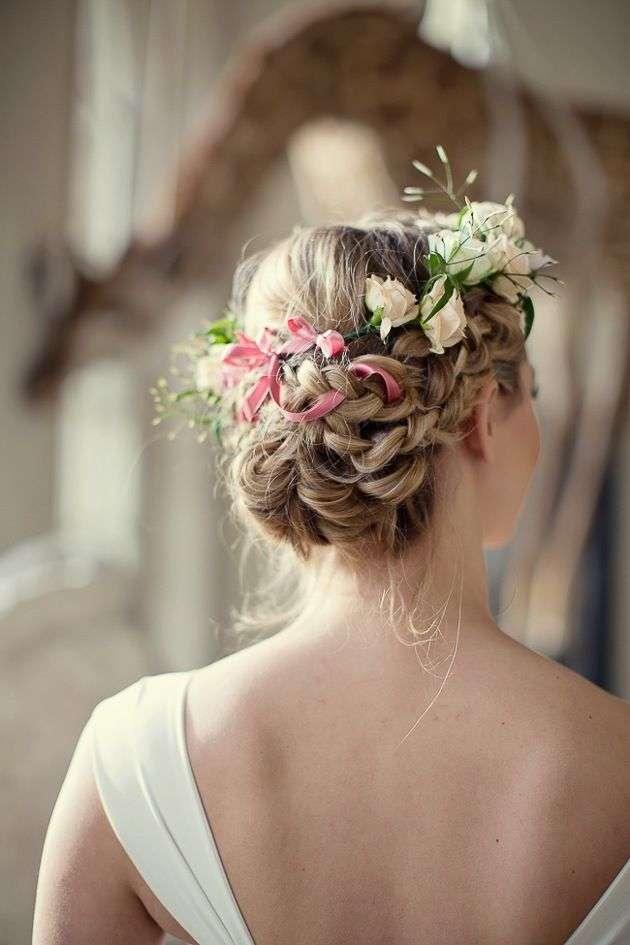 ゴージャス、華やか、ナチュラル☆生花の髪飾りで魅せるヘアスタイルのサムネイル画像