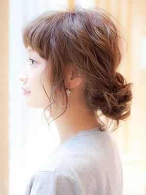 ミディアムヘアのあなたに♡とっても簡単なアレンジ教えます。のサムネイル画像