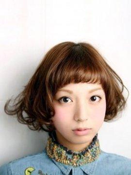 ミディアム女子必見!ミディアムヘアはオン眉バングで差をつけるのサムネイル画像