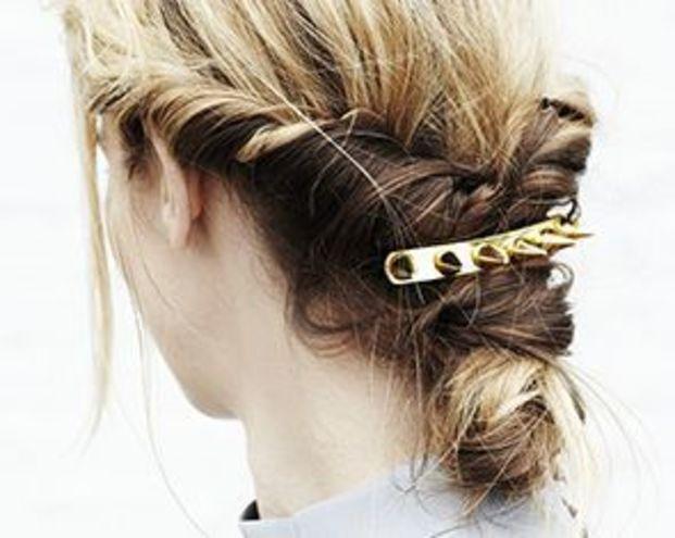 ミディアムヘアでこなれ《くるりんぱ》この夏もっと楽しくなる!のサムネイル画像