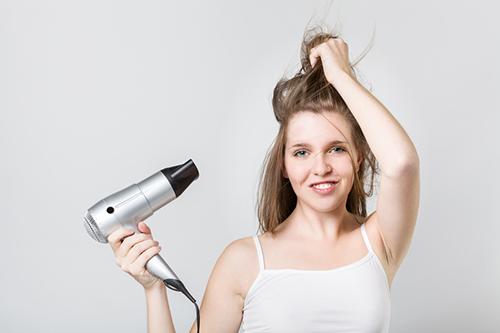 髪の毛を痛めずにみんなに好かれるストレートにする方法とは?のサムネイル画像