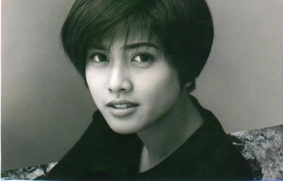 内田有紀の大人の色気を出す髪型!真似すれば大人の魅力たっぷりのサムネイル画像