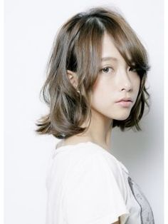 【ヘアカタログ】圧倒的透明感!アッシュカラーの髪の毛で儚げ美人♥のサムネイル画像