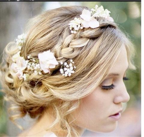 結婚式やパーティーにおすすめ!意外と簡単にできる髪型アレンジのサムネイル画像
