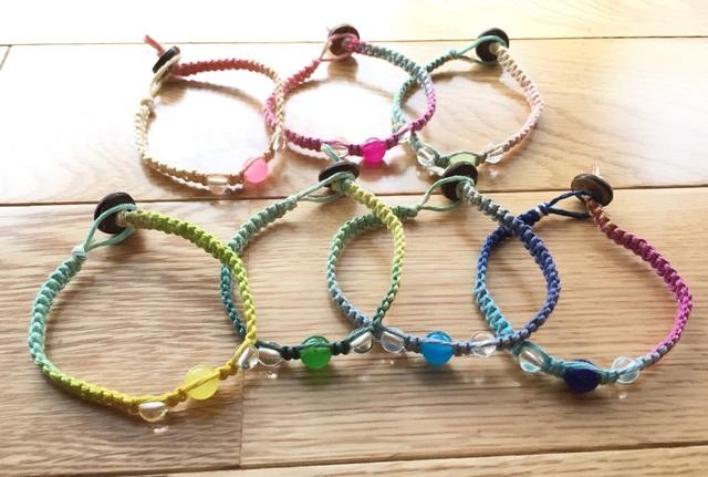 ヘンプ編みでオシャレアクセを作りましょう!ヘンプの編み方をご紹介のサムネイル画像