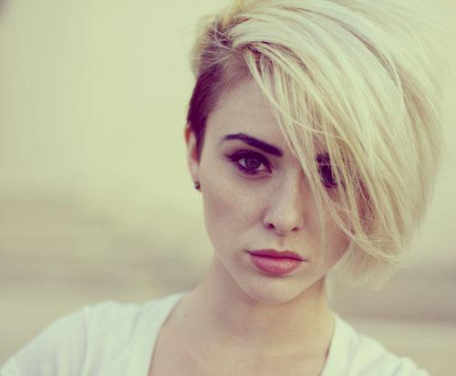 大人女子におすすめ、刈り上げでオシャレでモードなショートヘアに!のサムネイル画像