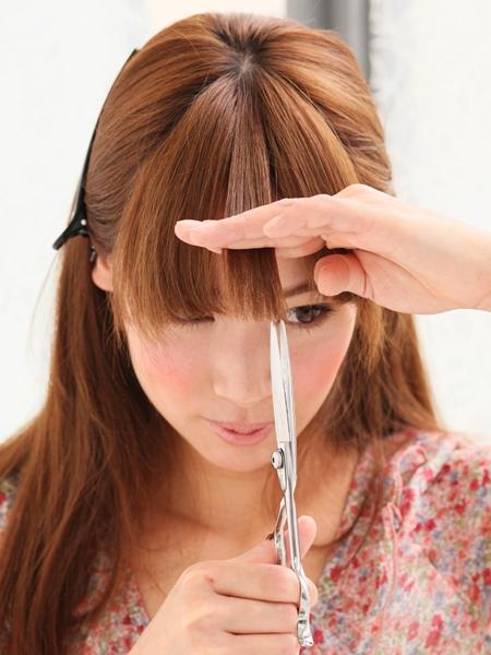 その切り方ちょっと待った!!前髪を切るときに注意したいことのサムネイル画像