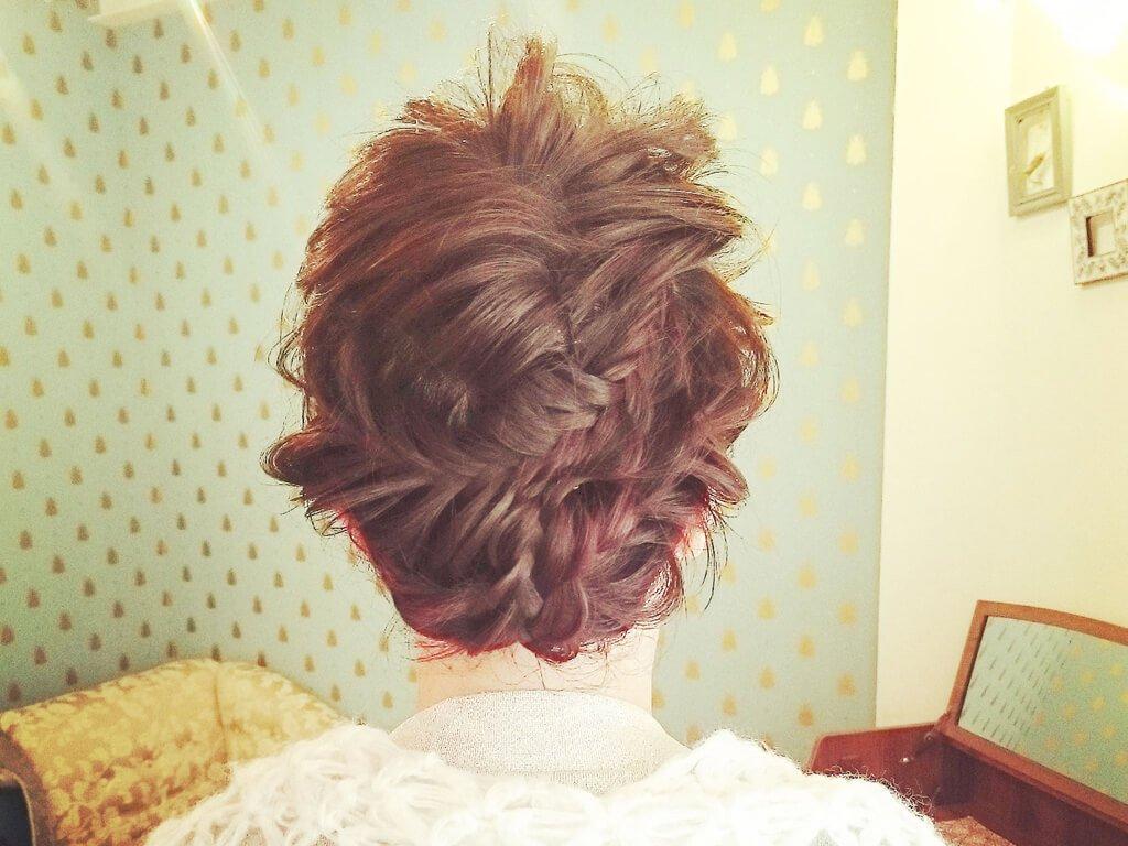 """結婚式は""""編み込み""""でおしゃれにヘアアレンジしましょう♡のサムネイル画像"""