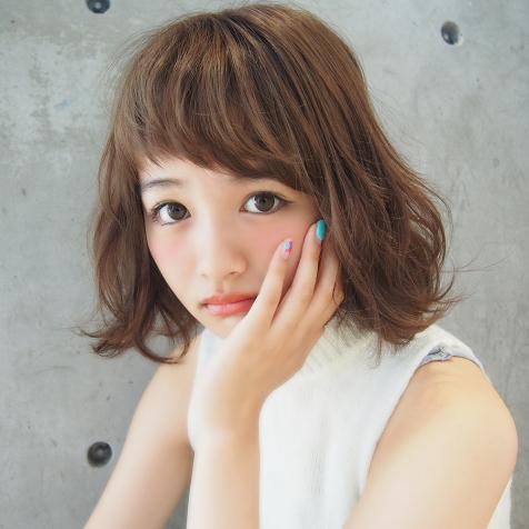 輪郭カバー力No.1!トレンドのアシンメトリー前髪でもっと可愛くのサムネイル画像