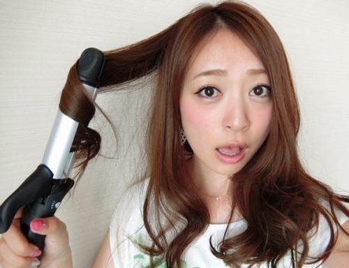 ロングヘア女子必見!初心者さんでも簡単に出来る髪の毛の巻き方のサムネイル画像