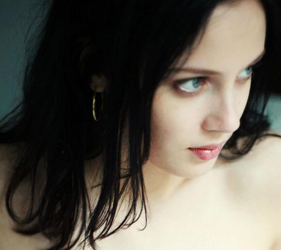 美しい黒髪の外国人風ヘアスタイルでミステリアスな黒髪美人になろうのサムネイル画像