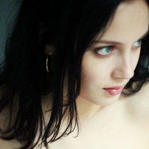 外国人にも今大注目のヘアカラー『黒髪』をチェックしましょうのサムネイル画像