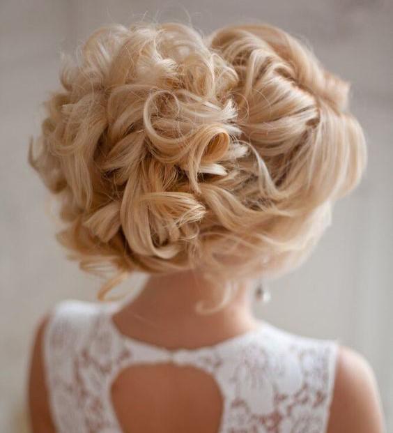 ドレスと同じくらい華やかな激カワヘアースタイルを紹介します!のサムネイル画像