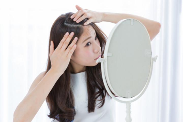 白髪は染める?染めない?20代でも増加中 白髪の悩みと対処法のサムネイル画像