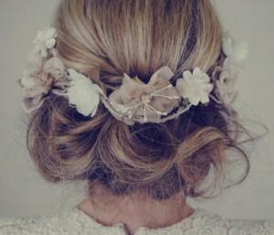 花嫁さんのヘアースタイル、結婚式でぜひやってみてください。のサムネイル画像