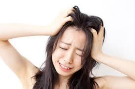 髪の毛がべたつく人は必見!髪の毛のべたつく原因と対策を教えますのサムネイル画像